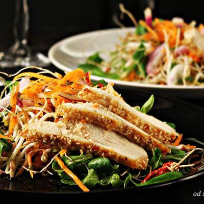 Salata s piletinom i klicama mungo graha