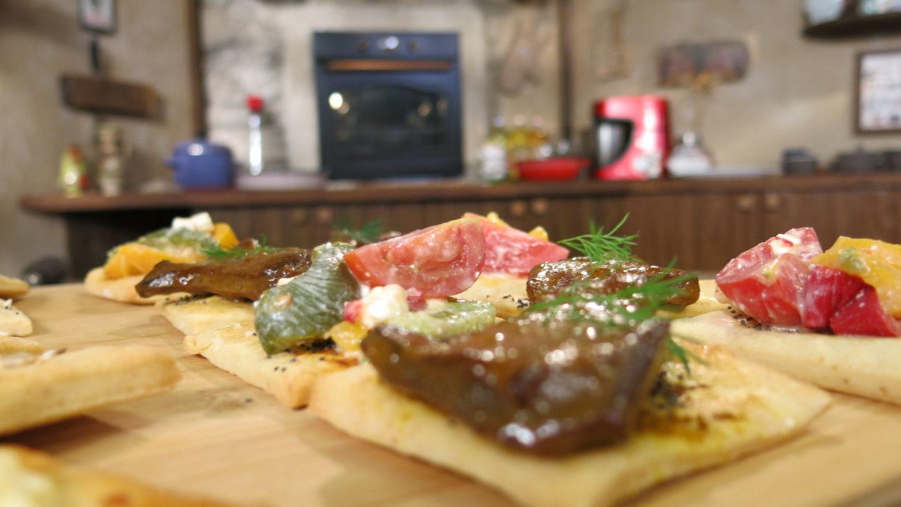 Pivski krekeri, teleća džigerica u medu i pivu i salata od pečenih paprika i sira