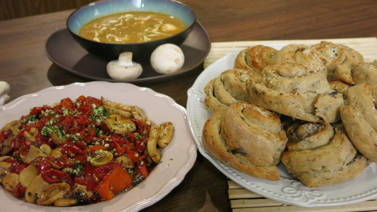 Hleb sa pečurkama i lešnicima, supa od pečuraka i salata od šampinjona