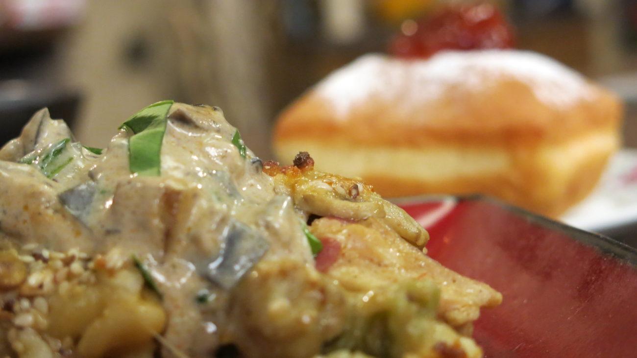 Umak od patlidžana, gratinirana piletina sa gljivama i domaće krofne