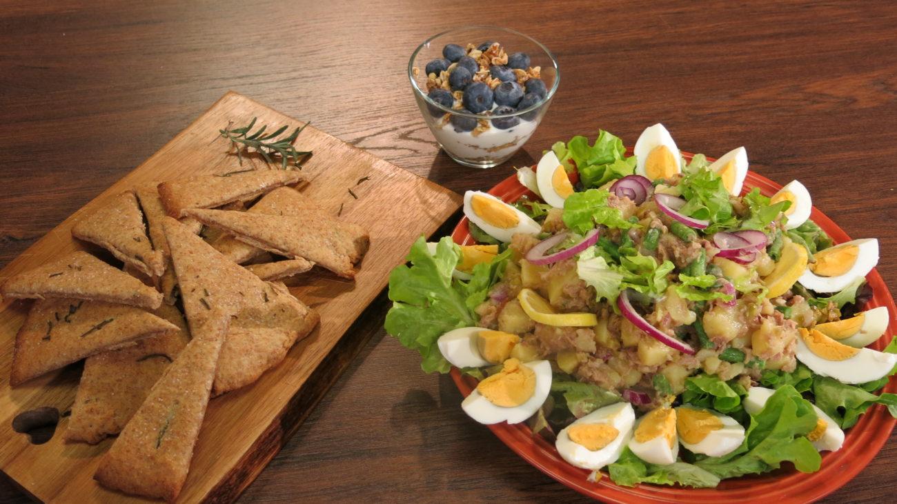 Nisoaz salata, mediteranski trouglići, citrusna granola