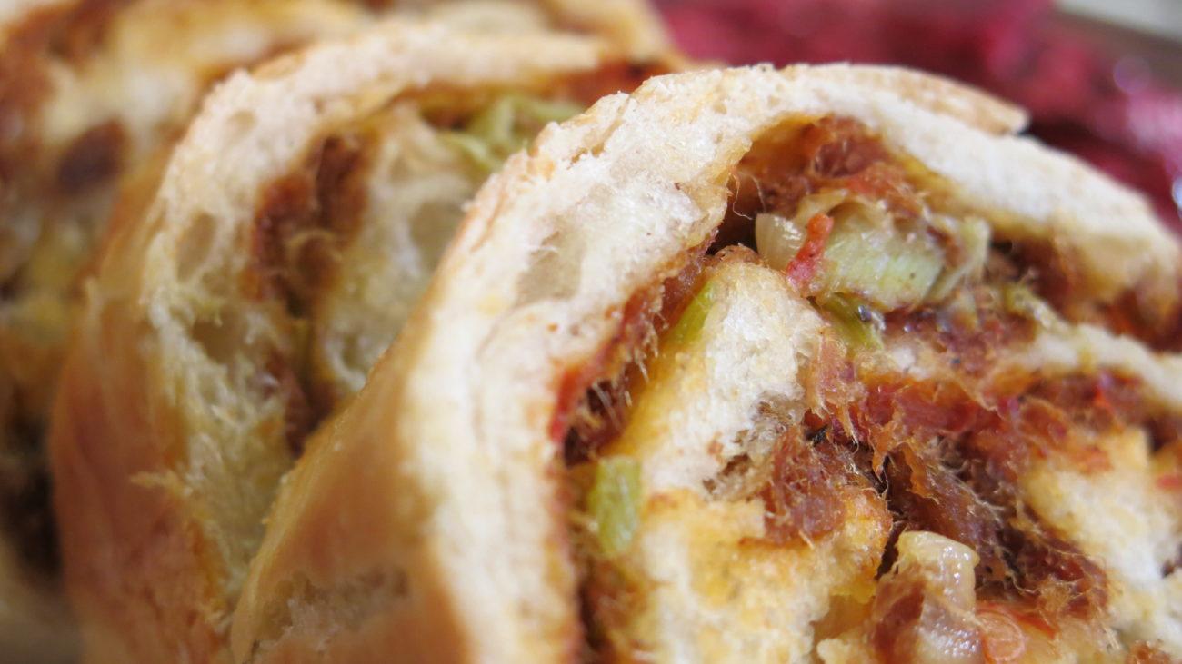 Rolat hleb sa čvarcima i prazilukom, supa od bundeve i goji bobica i salata od cvekle