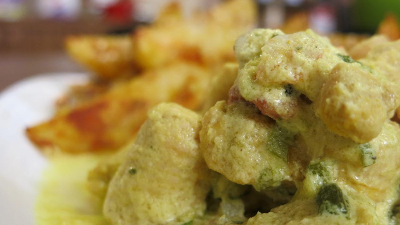 Ćuretina u umaku od kozica, aromatizovani krompir i trebinjske bajadere