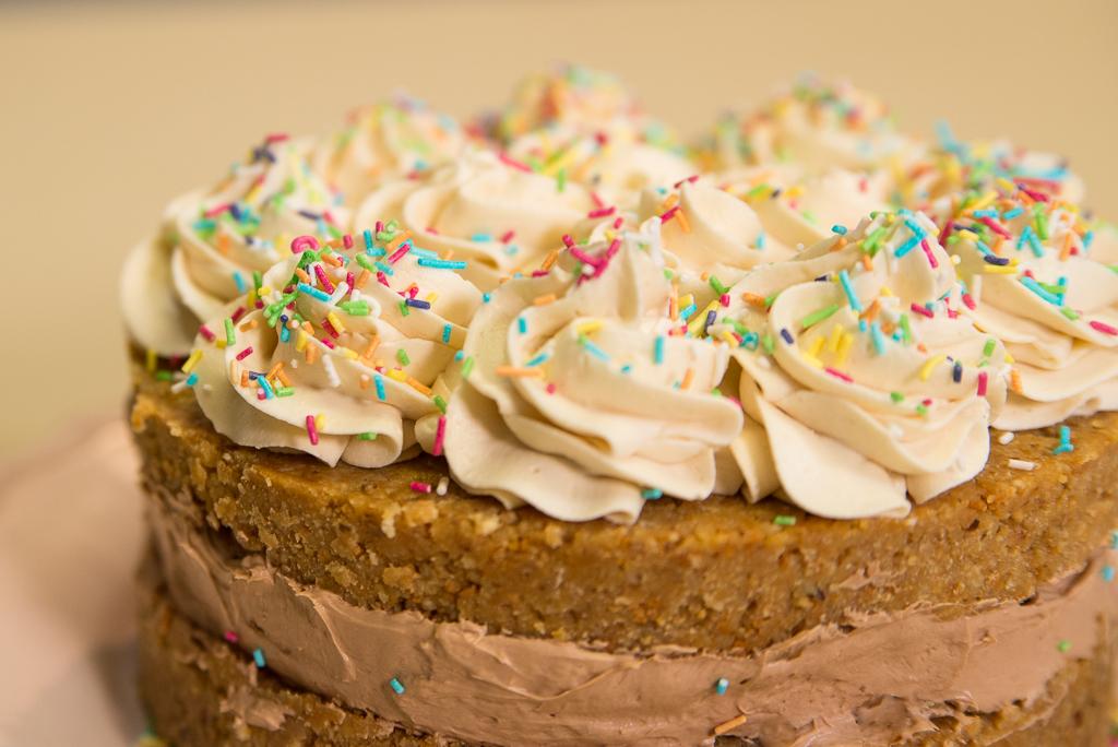 Slojevita keks torta bez pečenja