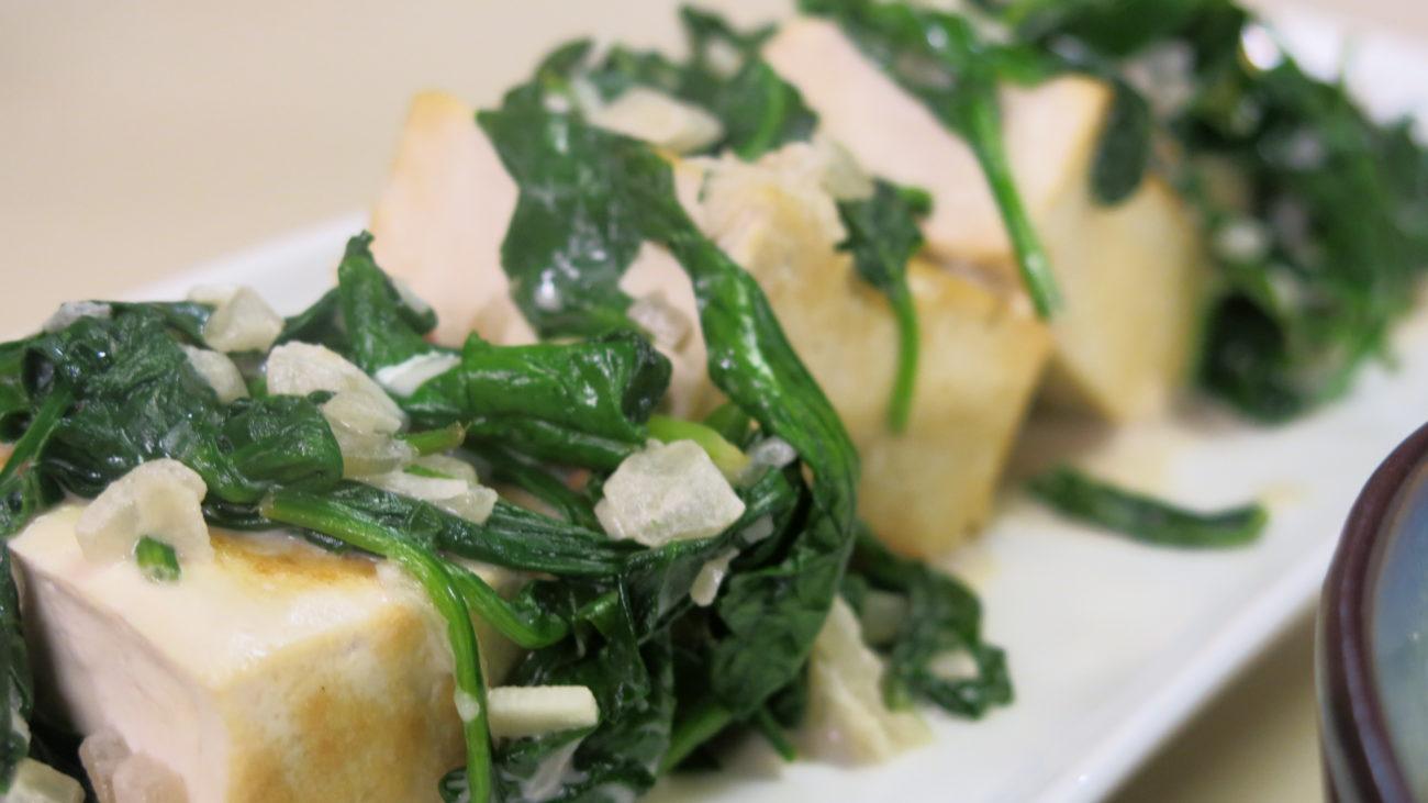 Tofu sa spanaćem, salata, zdrava pina kolada
