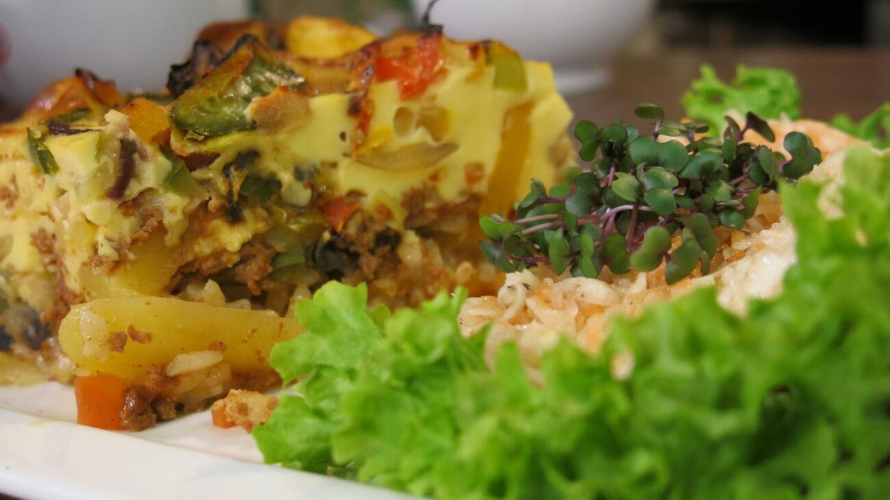 Jesenja  musaka, salata od korenastog povrća, nasuvo sa rogačem