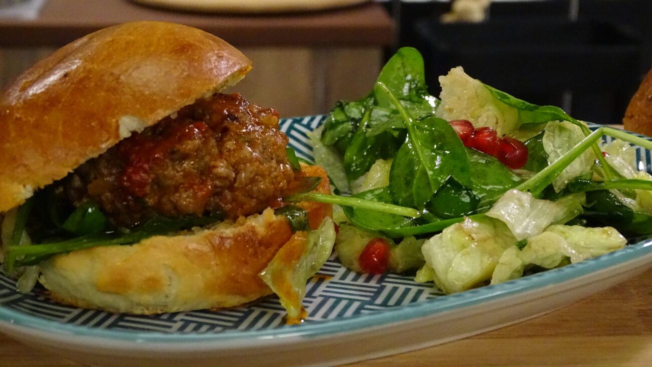 Najbolje domaće burger lepinje sa ćufticama u sosu