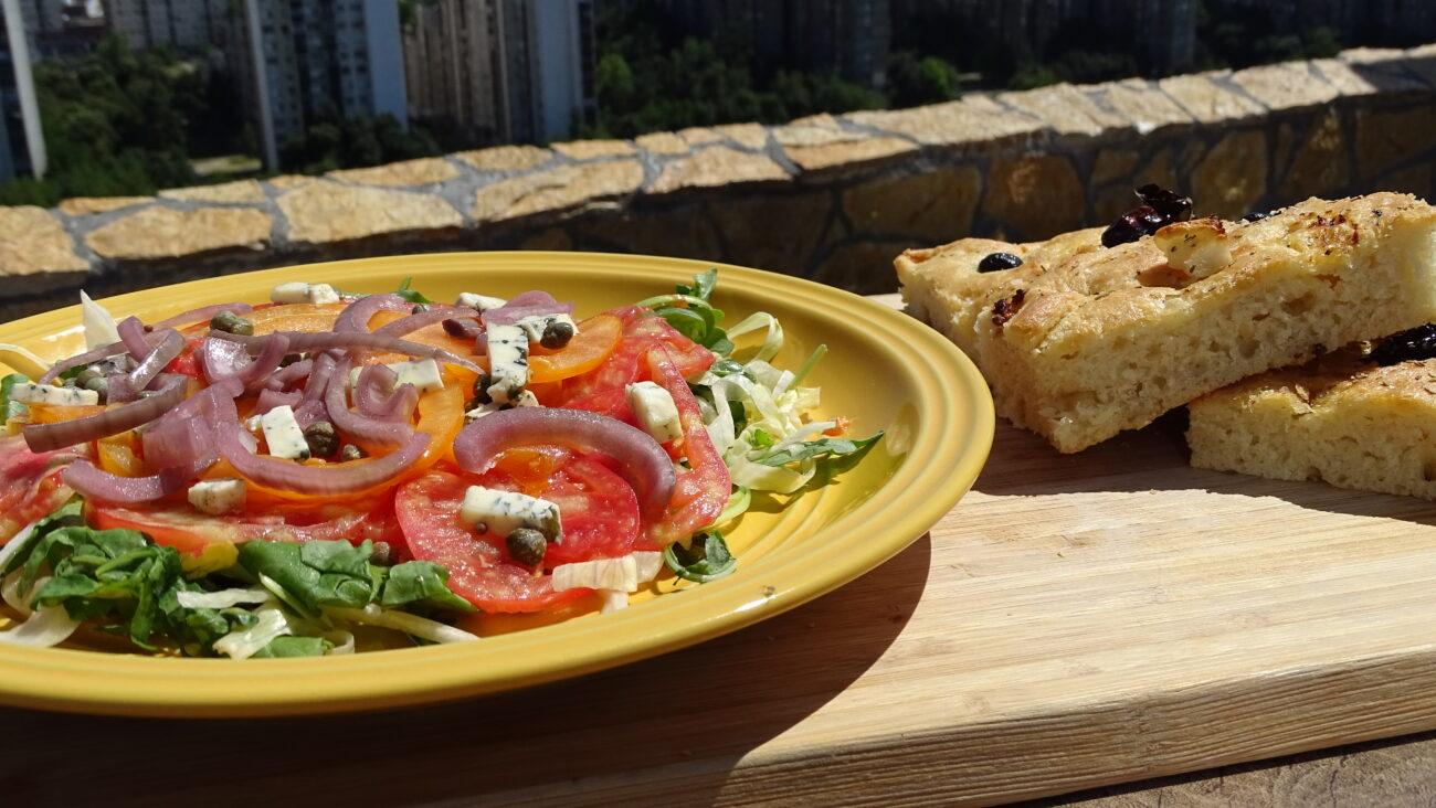 Fokaća, salata sa kiselim lukom